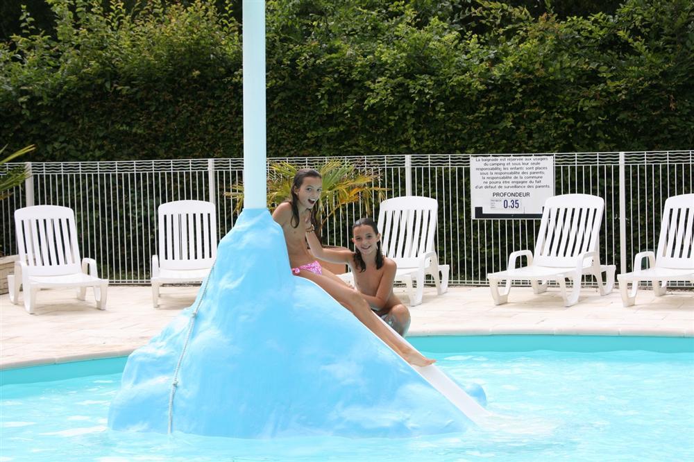 Camping 4 toiles avec piscine chauff e jumi ges rouen for Camping la foret fouesnant avec piscine